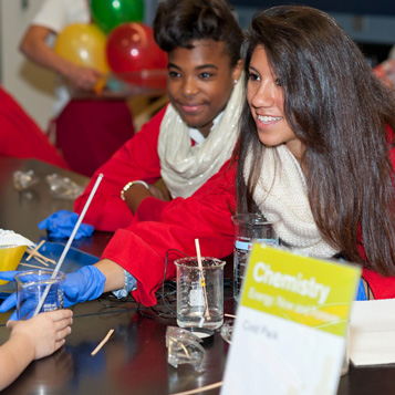 Students at National Chemistry Week event